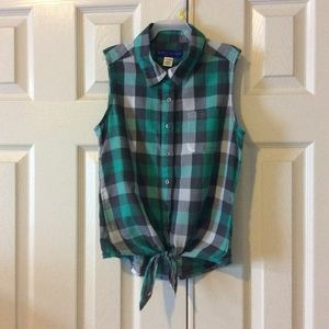 Simply Styled Button-Down TieFront Green Tee